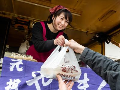群馬県内を焼きまんじゅう移動販売をしている忠治茶屋のキッチンカー3